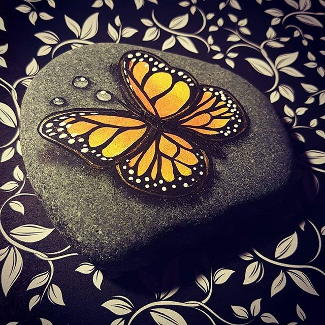 I might be doing another tutorial very soon😁 make sure you subscribe to my channel on youtube! Look for me under Rachel Mitchell Rocks or Rachels Rocks! How does a Thirsty butterfly sound? #thirstybutterfly #rachelsrockstutorials #mytutorials #paintedrocksofinstagram
