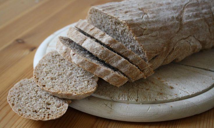 Gekauftes Brot enthält oft sehr viel Salz. Daher kann selbstgebackenes Brot ohne Salz für Babys oder Kleinkinder eine gute Alternative sein.