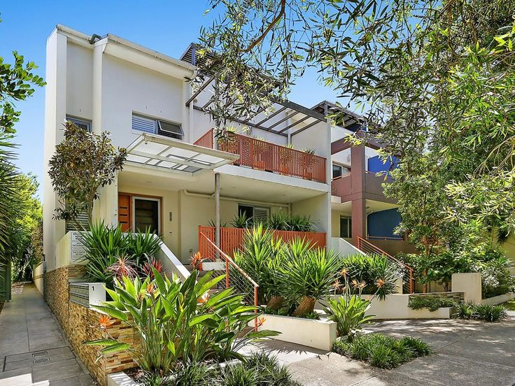 Set to the rear of a modern boutique complex, this exceptionally spacious townhouse provides a superb lifestyle retreat of contemporary flair, peace and privacy. Enjoying a north to rear aspect and a total space of 260sqm, it is placed a walk to Botany Village's shops and cafés.