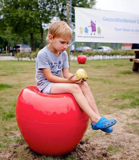 De zitappel in het eetbaar park in Laarbeek, zie hele project op www.jeroenhamers.nl
