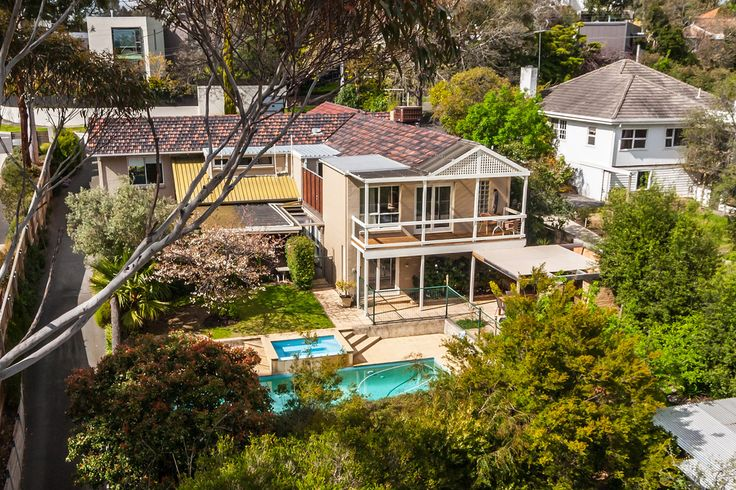 51 Orchard Cres, MONT ALBERT NORTH 4:3:2 Private Sale. SOLD 27th April 2016 $1,730,000