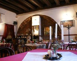 Restauracja Wiśniowy Sad, zlokalizowana w samym sercu Krakowa oferuje dania kuchni rosyjskiej, ukraińskiej i gruzińskiej.