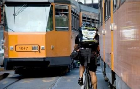 """Gli ecologisti: """"la bici è il futuro, Milano come Amsterdam"""""""