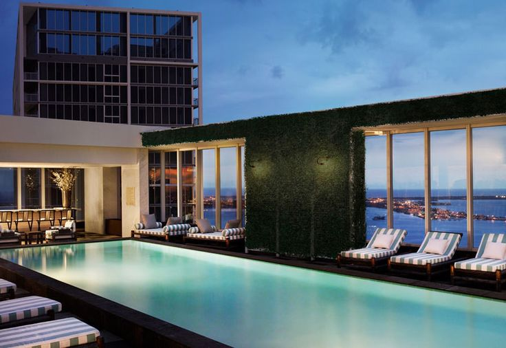 Piscina sul tetto del Club 50 Viceroy – Miami