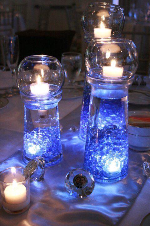Velas y copas para una mesa decorada
