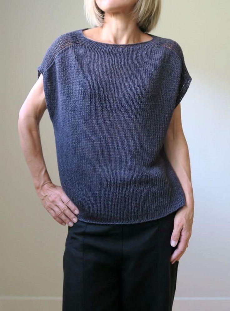 Вязание спицами модной женской безрукавки Construction Zone от дизайнера Heidi Kirrmaier. Новая модная модель с описанием от известного дизайнера Хейди Киррмайер. Свободная модель безрукавки подойдет и миниатюрным девушкам, и полным женщинам с шикарными формами.