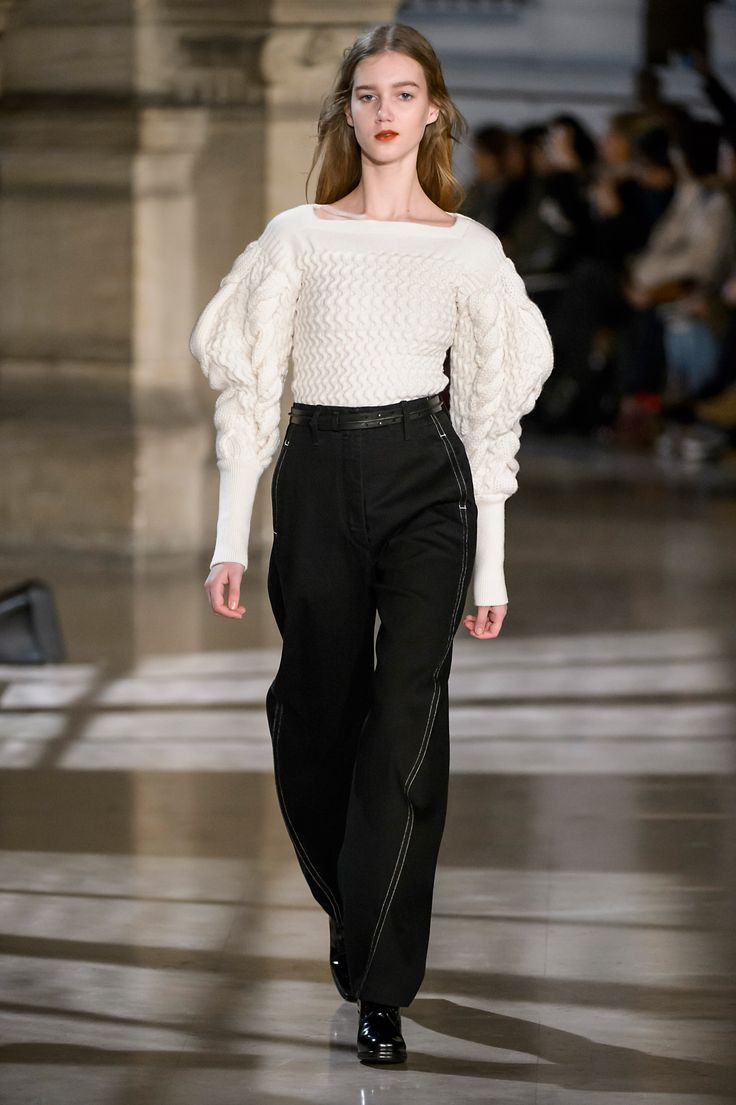 21. Large sleeve cable knit sweater in pure new wool, large twisted pants in cotton denim, belt in leather, heeled oxford in leather