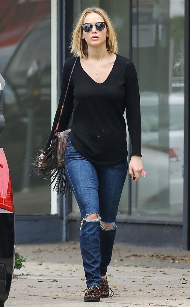 Jennifer Lawrence looks cute and casual in Beverly Hills!