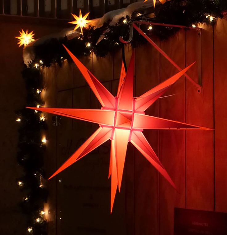 The Original Herrnhuter Stern (Moravian Star) 70cm, red #mybrilliantstar #herrnhutstar #moravianstar #christmas #decoration #minneapolisholidaymarket