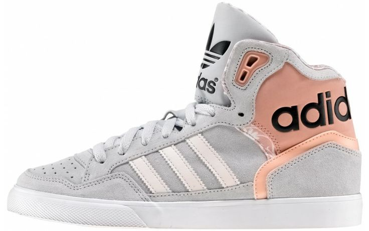 adidas Originals W. Extaball Romantic Collection  Prezzo: €75,00 E' il momento della Romantic Collection, seconda tappa del viaggio nel mondo femminile di adidas Originals in esclusiva da AW LAB.  http://www.aw-lab.com/the-lab/adidas-romantic/