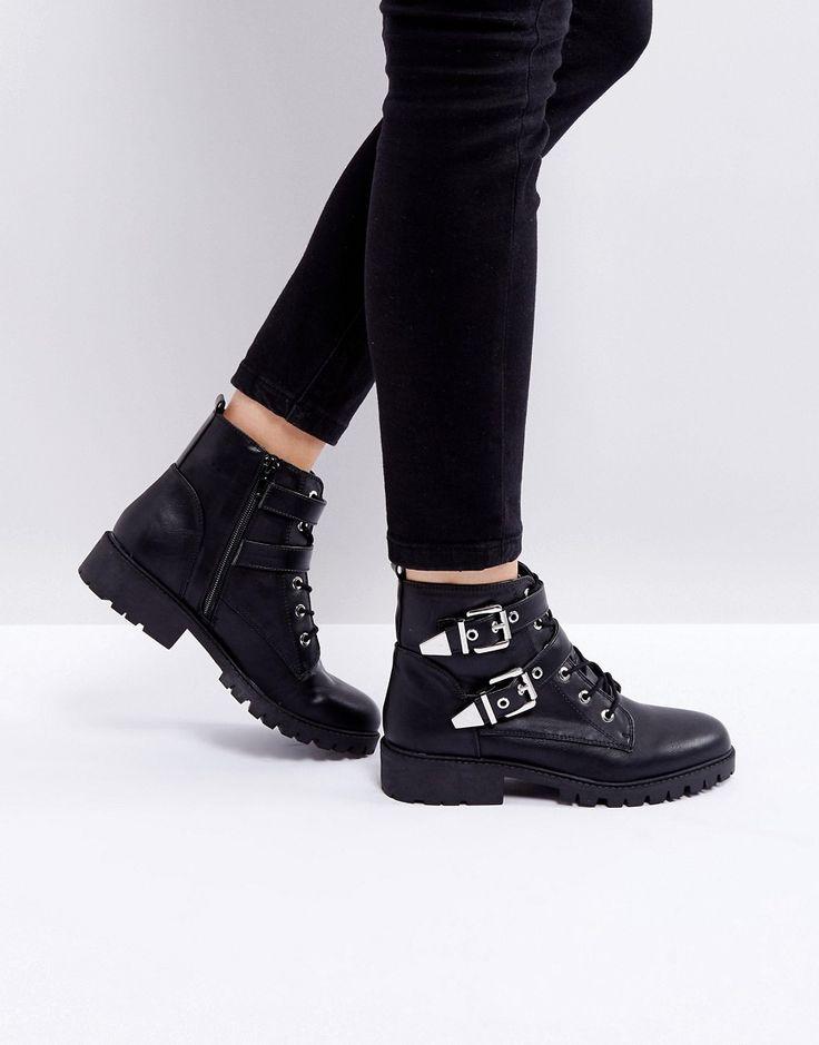London Rebel - Bikerstiefel mit Metallbesatz und Schnalle - Schwarz Jetzt bestellen unter: https://mode.ladendirekt.de/damen/schuhe/boots/sonstige-boots/?uid=0abd4ff3-c226-5482-8c4c-ca3970972209&utm_source=pinterest&utm_medium=pin&utm_campaign=boards #sale #ankleboots #boots #sonstigeboots #schuhe #female