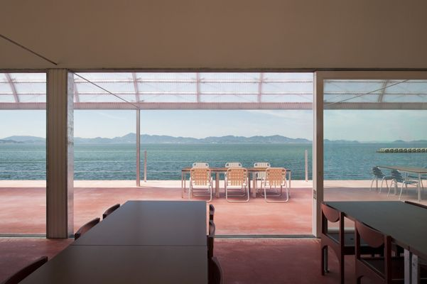 CASE-REAL   Works   RESTAURANT ON THE SEA