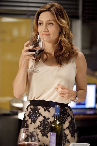 Looks Maura Isles (Rizzoli  Isles)- love the skirt