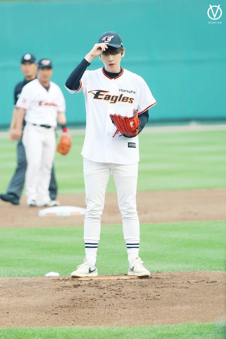 Baekhyun - 150616 SK Wywerns vs Hanwha Eagles opening pitch Credit: Paint Brush. (SK 와이번스 vs 한화 이글스 시구식)