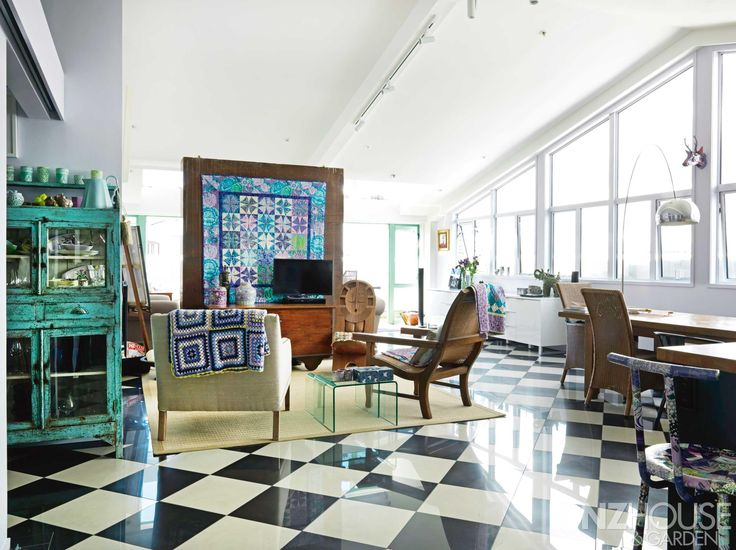 Taking centre stage in the spacious living area of Pien Faulkner's Karangahape Road, Auckland apartment is a quilt created by her called Kaleidoscopic Cabbages - See more at: http://nzhouseandgarden.co.nz/feathering-her-nest/#sthash.YbQPwYaG.dpuf