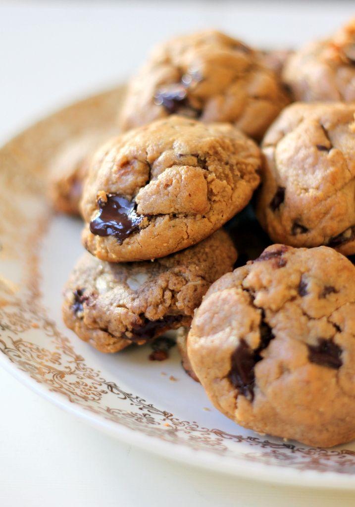 6-ingredient Flourless Peanut Butter Chocolate Chunk Cookies @Monique Otero Volz | Ambitious Kitchen
