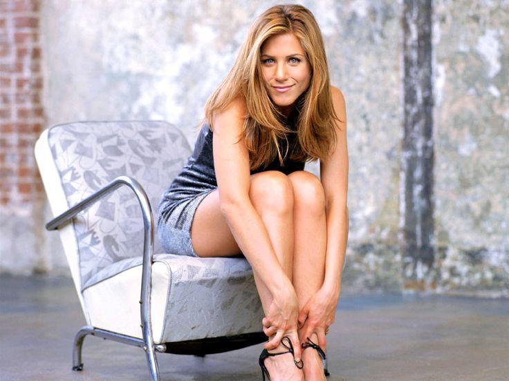 Jennifer Aniston's Gorgeous Tresses and Star Worthy Style! | Perfect Locks