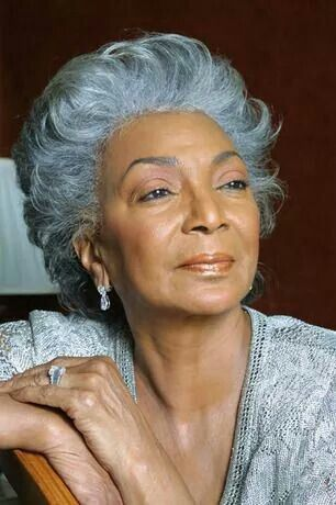 Nichelle Nichols OMG how beautiful is this lady!! Created a TV Oh La La moment  with Captain Kirk kiss scene