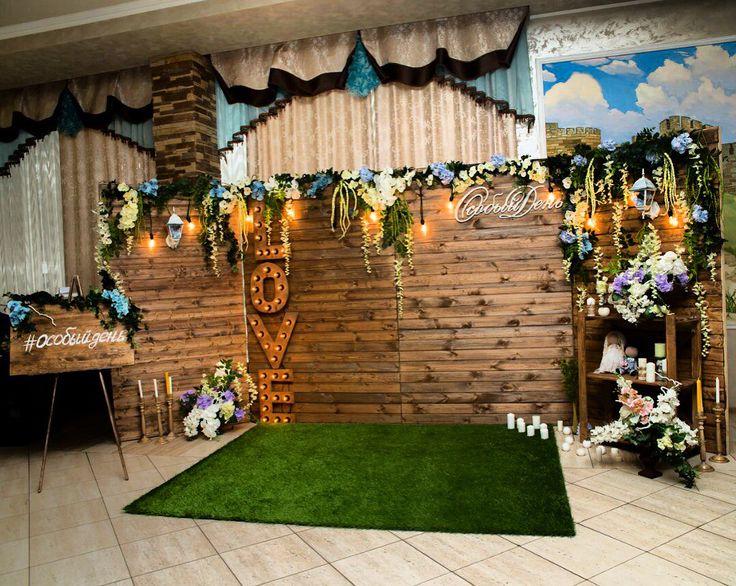 Ширма,декорированная цветами,лампами и деревянная вставка love с подсветкой