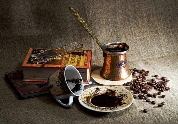 С древних времен гадание на кофейной гуще очень почиталось. Его называли ключом к чтению судьбы человека.