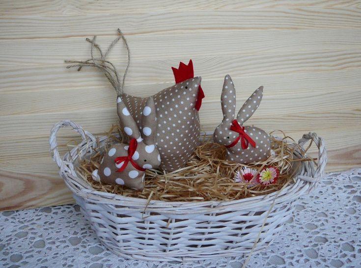 Jarní dekorace - slepička a 2 zajíčci   Zobrazit plnou velikost fotografie
