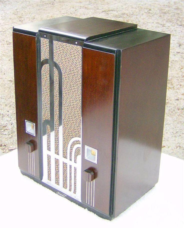 Vintage 1934 Majestic Art Deco Chrome Grille tombstone radio.