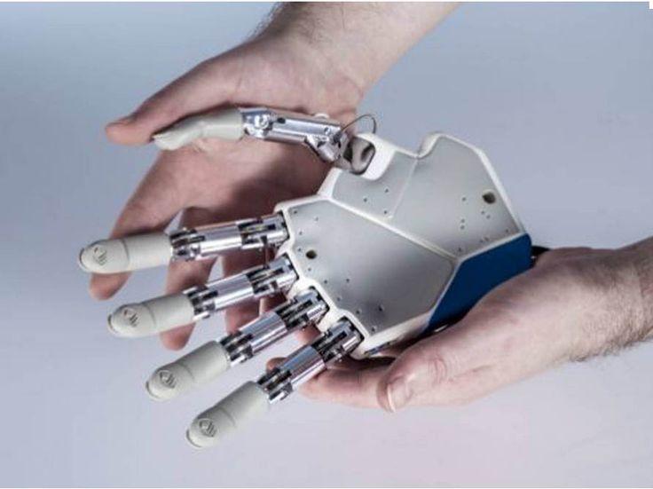 """De acordo com Silvestro Micera, a nova versão do protótipo permite o envio de sinais sensoriais de todas as pontas dos dedos, bem como a palma da mão e os pulsos para dar uma vida como próxima sensação no membro. """"A ideia seria entregar duas ou mais sensações"""", afirmou, acrescentando que houve 'refinamento' da interface [conexão da mão para o paciente], de modo que a equipe envolvida na pesquisa espera um movimento muito mais detalhado e controle da mão (veja o vídeo acima)."""