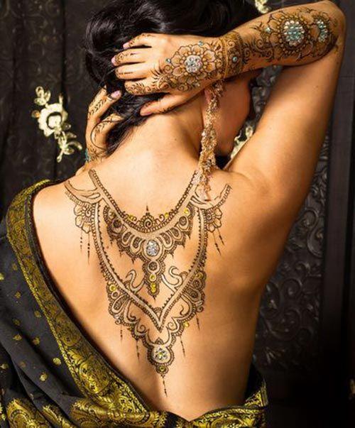 Back necklace henna design #henna #tattoo #mehndi #womentriangle