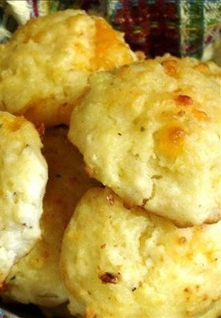 Recipe for Red Lobster Cheddar Biscuits Copy Cat - These taste just like the ones that Red Lobster serves and they are so awesome!