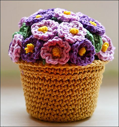 Amigurumi #crochet potted plant pattern... I think this would look great as a basket with lid!!!