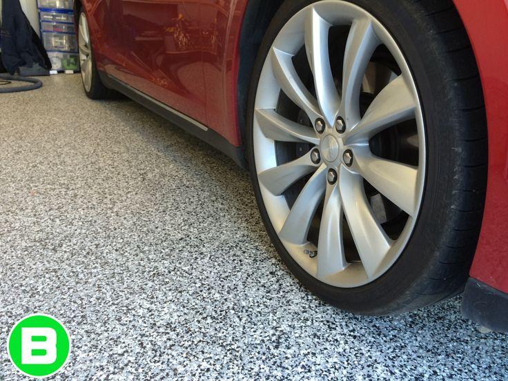 Perfect garage for your car ! #garage #plancher #polyurea #floor #decor #garageparfait #maison