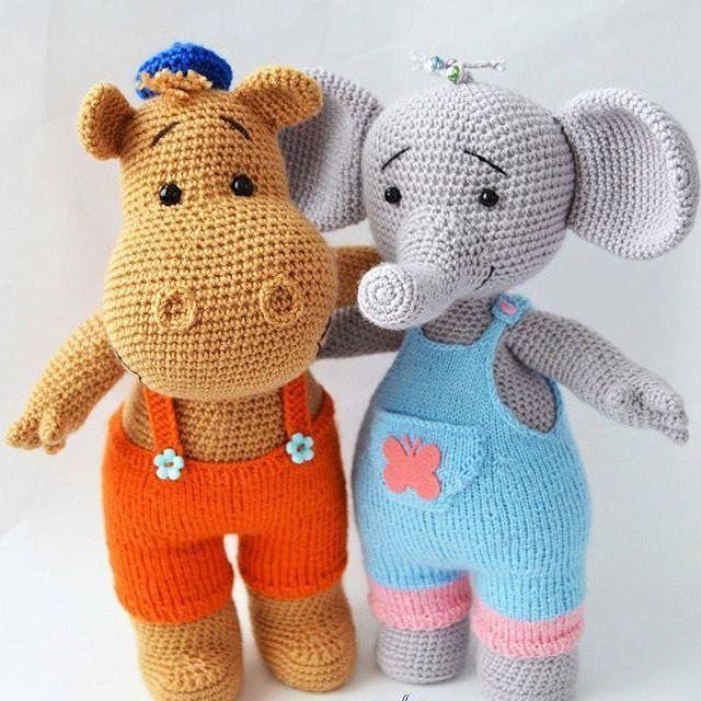 Adorable hippo and elephant buddies! Inspiration only (this link leads to a Russian IG account sharing cute amigurumi pictures)