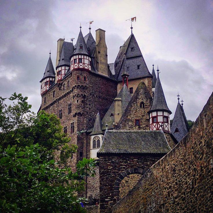 https://flic.kr/p/KAh5rC | #Relivingthemoments: 102  Burg Eltz  (#Wierschem,#2015)  #burgeltz,#RhinelandPalatinate,#Germany,#2016,#larkfilter,#Vignette,#Castle,#münstermaifeld,#europe,#travel  Made with: #Sonydschx300  (BY: #KJVW 2015-2016)   #Beentheredonethat