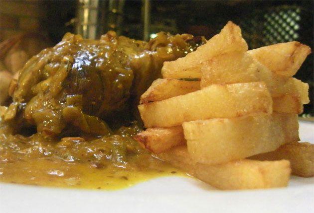 Perdiz guisada en salsa. Plato típico de Medina Sidonia (Cádiz-España) Partridge cooked in sauce. Typical dish of Medina Sidonia (Cadiz-Spain)