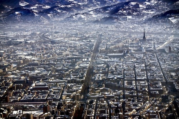 Turin, Italy | 27 Incredible Views You'd Only See If You Were A Bird  #immagini #mozzafiato #paesaggi #volo #uccelli #cielo #città #worldcapitals #photo #impression #amazing #landascape #flight