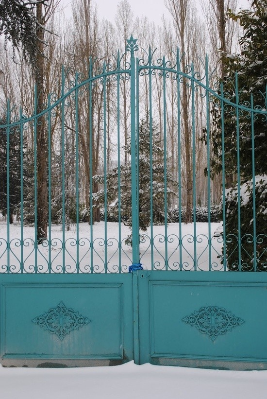 I love this colorful front gate