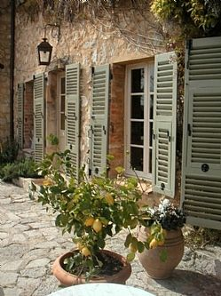 Love those shutters.
