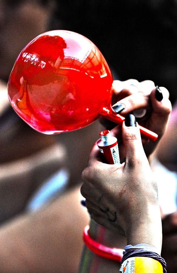 Ce produit avait une odeur merveilleuse, totalement chimique, une texture incroyable digne de la conquête de l'espace et un goût ! je n'aurais pas dû goûter...  --- . Crystal Ball by Fabio Diena with Pin-It-Button