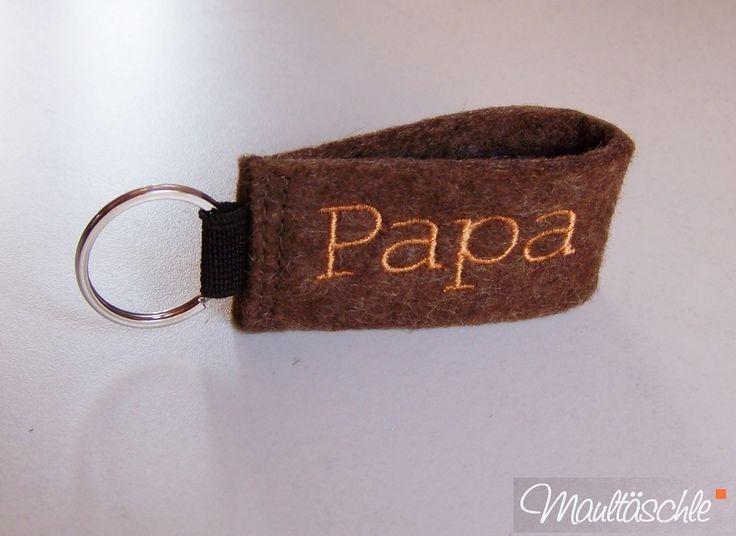 Schlüsselanhänger für Papa . Wollfilz bestickt. http://de.dawanda.com/shop/Maultaeschle