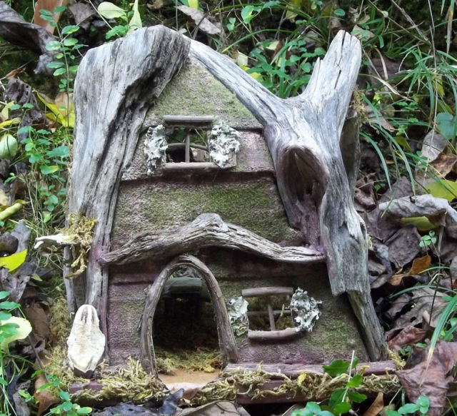 17 best images about fairy furniture on pinterest for Hobbit house furniture