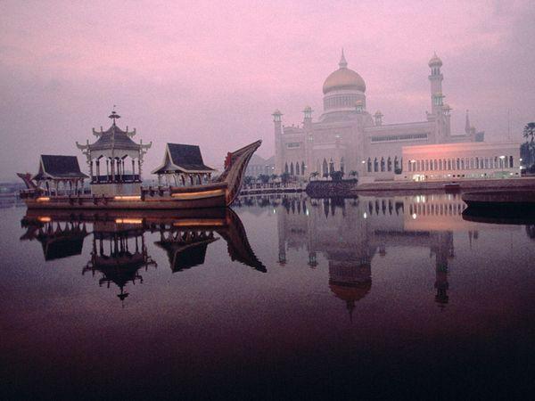 The Omar Ali Saifuddien mosque is a placid place for refection in Bandar Seri Begawan. (Michael Yamashita)