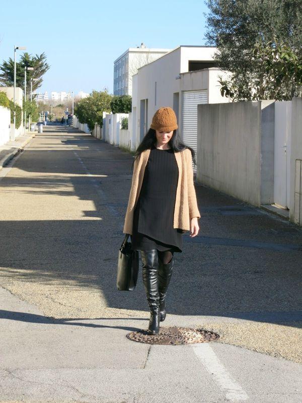 une robe noire avec panneau croisé devant, toutes les explications sur le blog