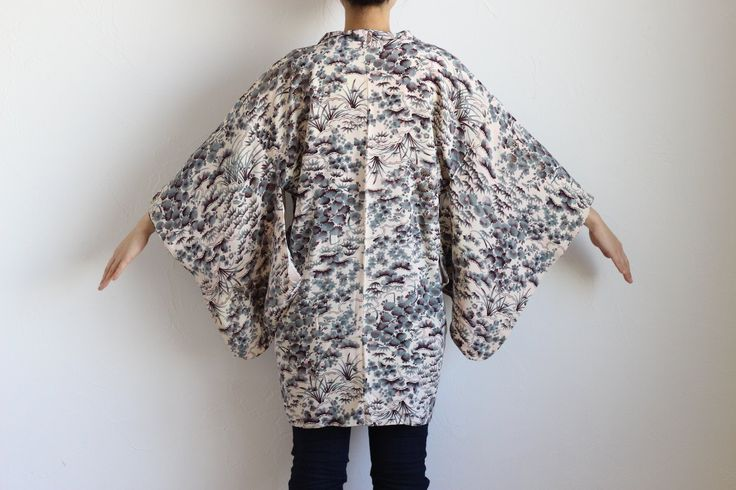 Etsy のsilk kimono robe, haori, Japanese costume, Kimono fabric /1184(ショップ名:LitreJapan)