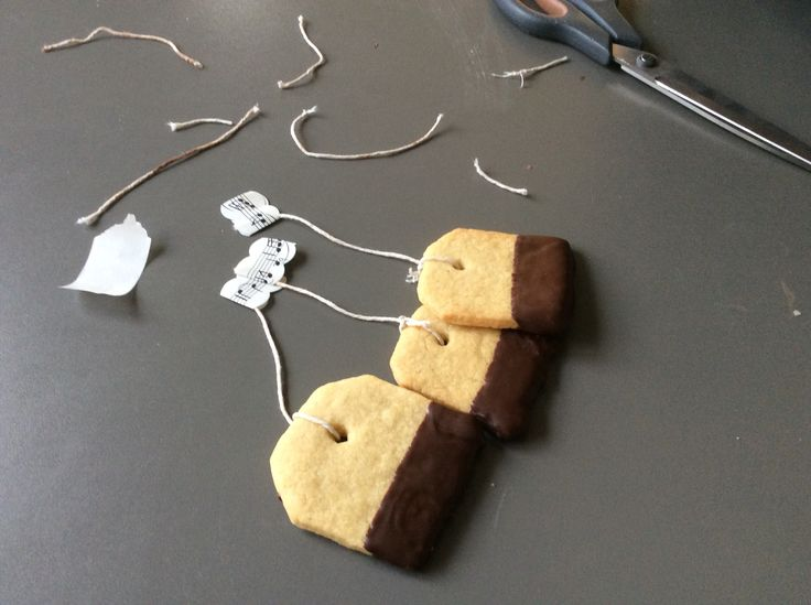 I made This tea cakes to my guitar teacher with Julie Rasmussen and Laura Lando Klammer.