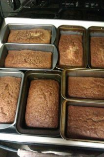 Rootbeer Amish Friendship Bread--hmm--will have to try it in mini loaf pans.