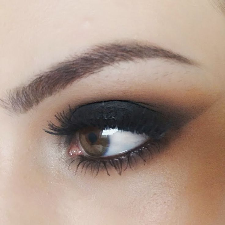 Mia M achieves this classic makeup style in just 2 steps! Learn her techniques here.