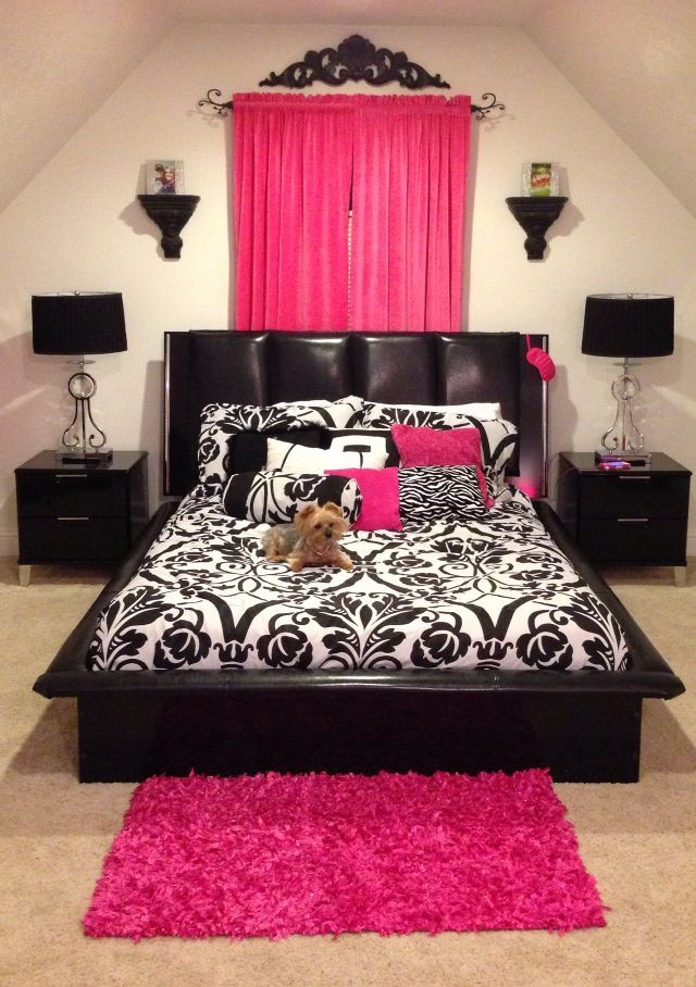 Love the curtain behind the bed. But I would need an accent color other than pink! Yellow would be beautiful in this room.