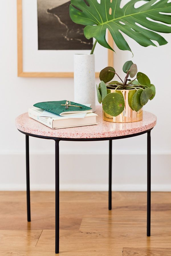 Total Side Piece: How to Make a Unique Modern Side Table with Loads of Style (It's Terrazzo) Diy Interior, Terrazzo, Retro Furniture, Diy Furniture, Furniture Projects, Furniture Design, Do It Yourself Regal, Pink Home Decor, Modern Side Table