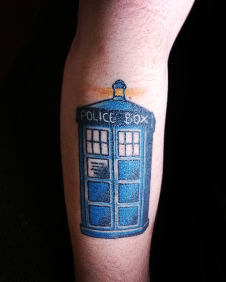 I couldn't get a better angle for the photo with just one hand but here is my healed Tardis tattoo