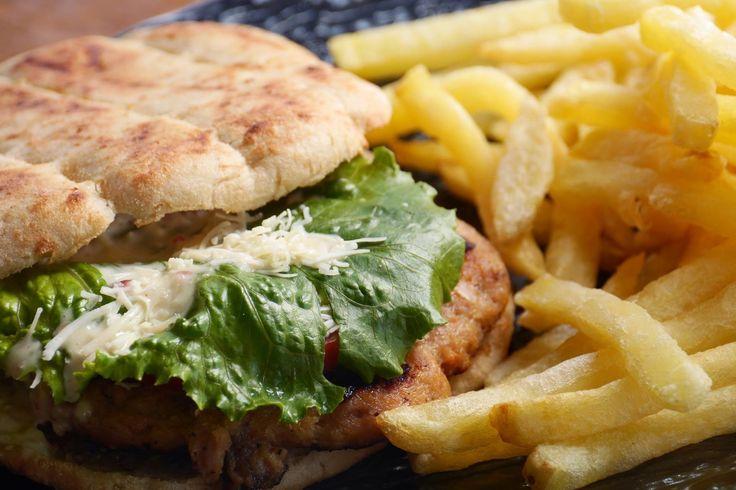 Κάτι απο το menu μας... Ένα burger με ψωμάκι πίταςμπιφτέκι απο μοσχάρι η γαλαπούλα αναλόγως τα γούστα με ντομάτα και iceberg σως πίκλαςσως μπέικον ακόμη και παρμεζάνα.  Σε περιμένει σήμερα στον Zahouli.! #happymeal #zahoulisglyfada #zahoulisargyroupoli #foodlover Ξανά και ξανά Zahoulis! Κονδύλη Γεωργίου 7 Γλυφάδα Δευτ-Κυρ 12:00 πμ - 01:00 πμ 30 210 8942343 info@zahoulis.gr  Γερουλάνου 54 Αργυρούπολη Δευτ-Κυρ 12:00 πμ - 01:00 πμ 30 210 9967999 info@zahoulis.gr www.zahoulis.gr